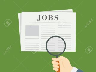 65863761 las personas con lupa buscando empleo vacante en periodico 1