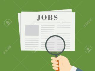 65863761 las personas con lupa buscando empleo vacante en periodico 4